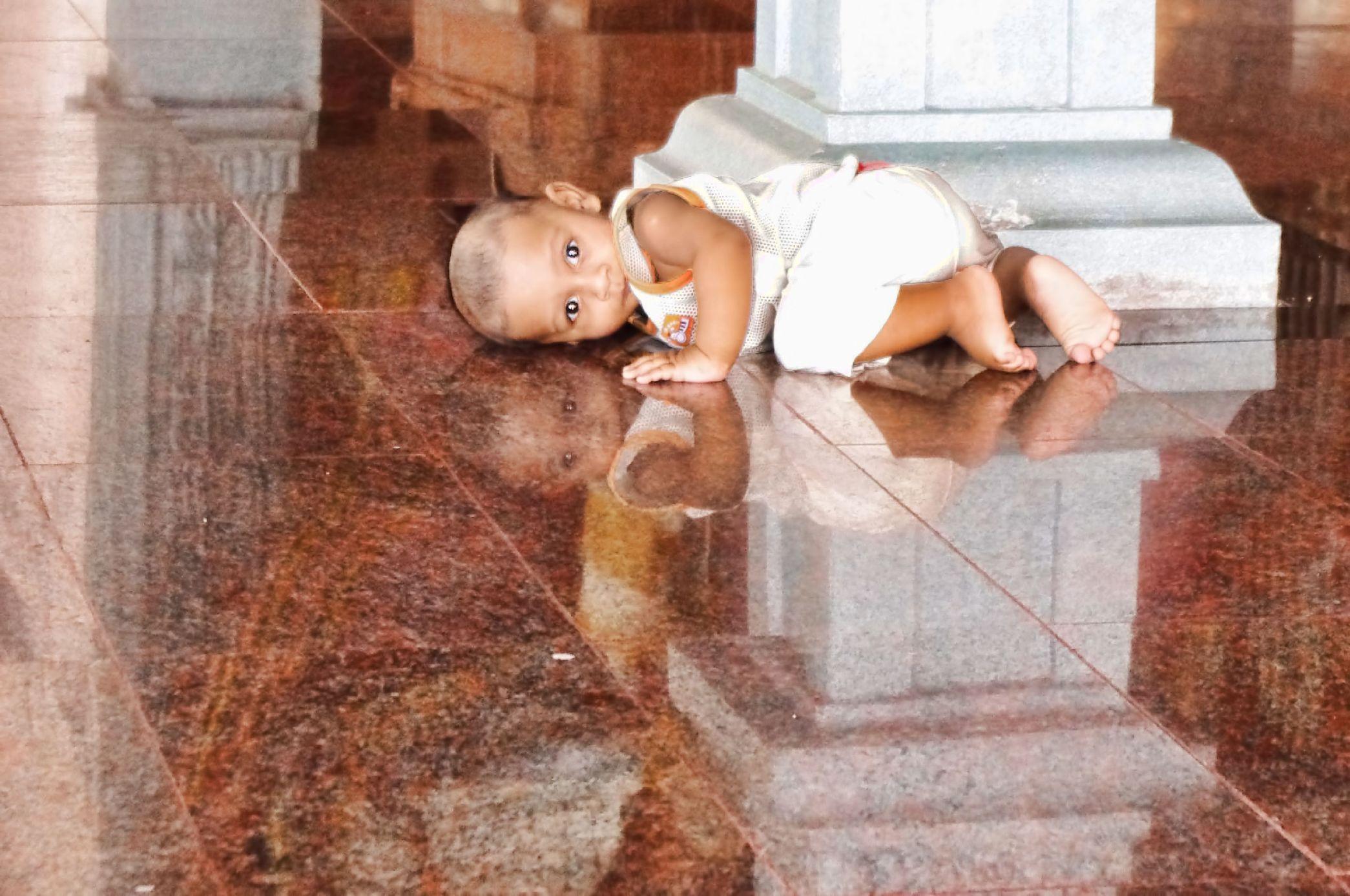 child on temple floot ashton morris